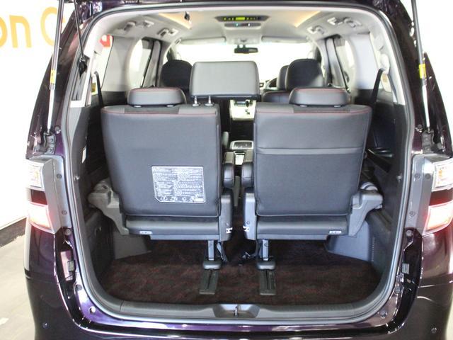 【ラゲッジスペース】リアゲートを開けると広いトランク。ベビーカーも載せることができます。
