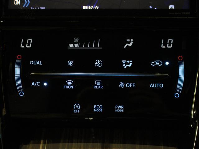 【オートエアコン/デュアル】温度調整はお好みの温度を設定するだけ。快適性があがります。