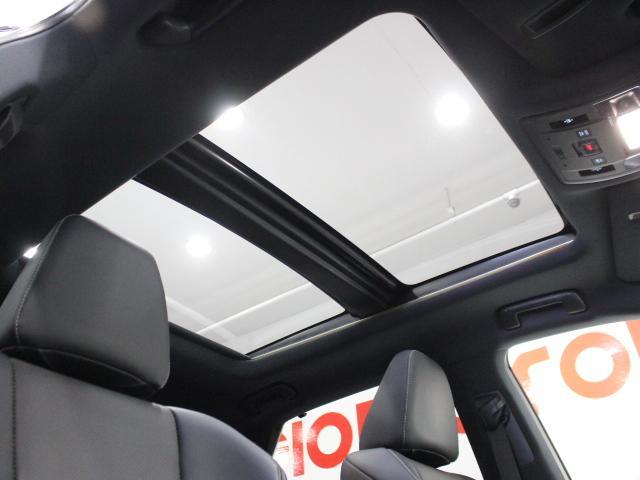 【パノラマルーフ】車内に採光を。明るく開放的な気持ちの良いドライブが楽しめます。