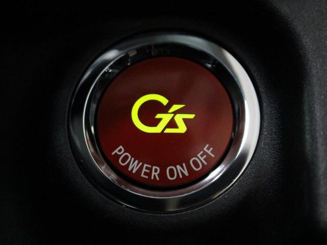 【運転席】ブラックを基調としたインテリアにブラックのハーフレザーシート(合皮/モケット※メーカー基準)。シートリフターで座面の高さを調整可能です。シートヒーター・純正フロアマット付です。