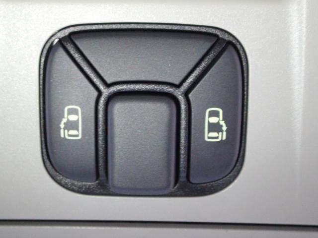 【両側電動スライドドア】スイッチ一つでスライドドアが開閉可能。狭い駐車場での乗り降りも安心です。