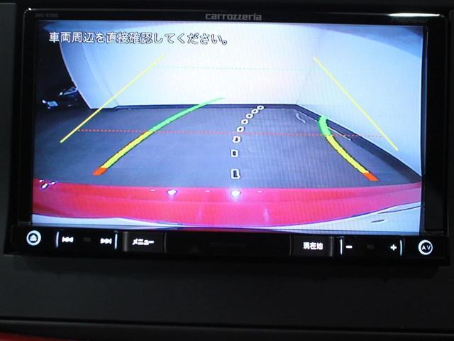 【アイドリングストップ】信号などで停車中に自動でエンジンを停止してくれる機能です。燃費の向上や節約につながります。