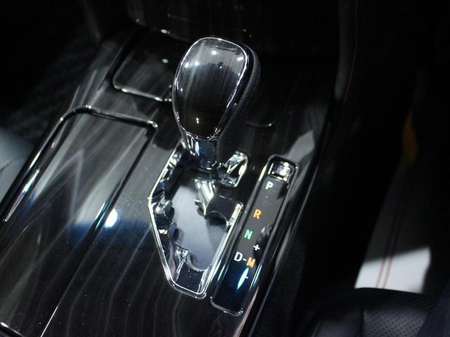 【トランスミッション】8AT【駆動方式】FR