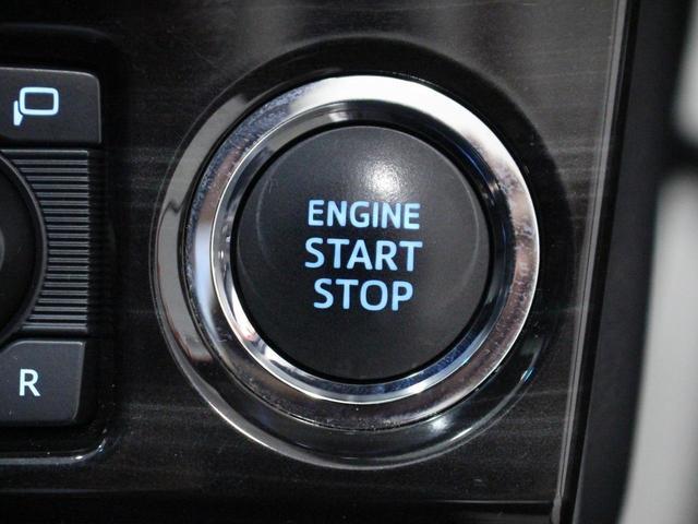 【スマートキー・プッシュスタートボタン】鍵をバッグやポケットに入れたまま、ロックの開閉やエンジンスタートが可能です。
