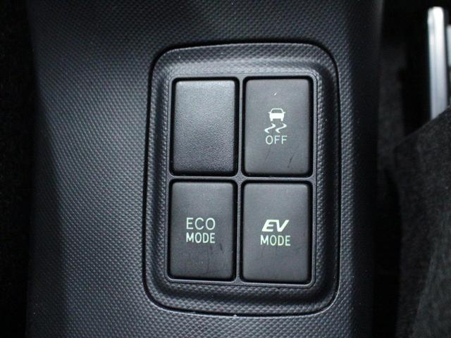 【エコモード・EVモード】市街地走行や高速走行中にスイッチを切り替えると燃費の向上に役立ちます。