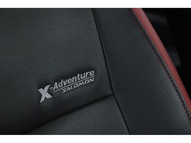 【クロスアドベンチャー専用シート】黒地に鮮やかな赤色が映える前席シートを採用し、前席の背もたれ及び座面に撥水・透湿・消臭機能をあわせ持つシート表皮「カブロンソフト(R)」。