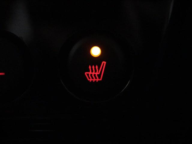 【シートヒーター】寒い冬もシートは暖かく。座った時のひんやりを防ぎます。