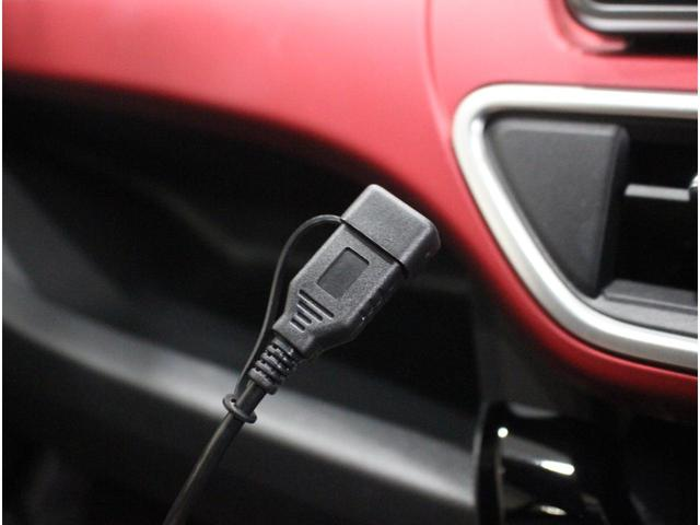 【USB端子】専用ケーブルを使って対応デバイスを接続すれば、保存した音楽データ等の再生が可能です。