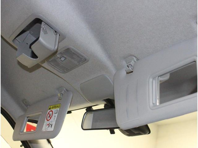 【運転席・助手席バニティミラー】車内でのメイク直しにも活用できます。