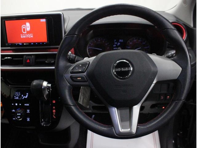 【パドルシフト】ステアリングを握りながら人差し指または中指でパドルを操作して、シフトチェンジが可能です。AT車でもマニュアル感覚を楽しむことができます。