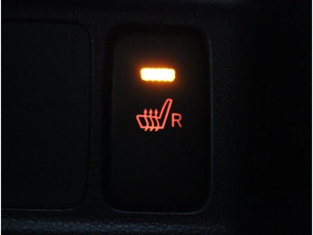【シートヒーター】寒い冬もシートは暖かく。座った時のひんやりを防ぎ、寒い日にも快適なドライブが楽しめます。