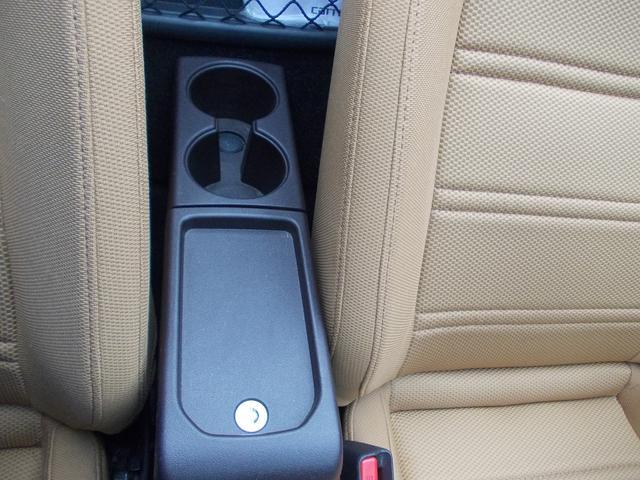 運転席と助手席の間にドリンクホルダーや小物入れがございます!