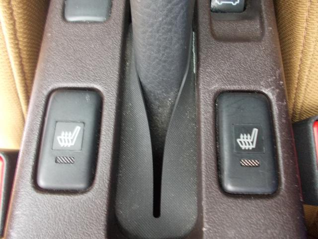 運転席だけでなく助手席にもシートヒーターが付いています!