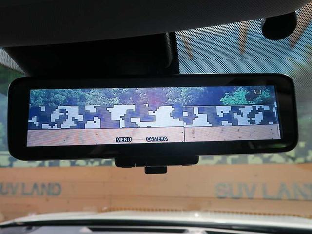 ルームミラーに液晶モニターを搭載し、車体後部のカメラ映像とミラーとを瞬時に切り替えることができます!荷物がいっぱいな時や悪天候の時は後方の状況をモニターで確認できます☆
