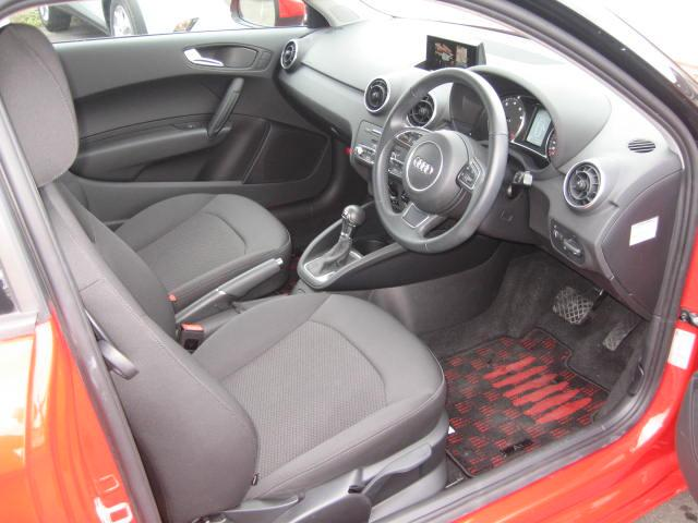 アウディ アウディ A1 1.0TFSI 正規D車 ナビ TV 新車保証付き