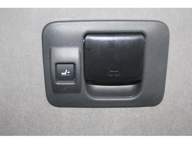 運転席側シートバックレバー