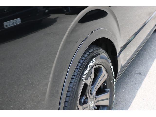 ロングDX GLパッケージ FLEXキャンピングカーNH TYPEII 車中泊 走行充電システム サブバッテリー カーテン フロントスポイラー 上開き式冷蔵冷凍庫40L 間接照明ダウンライト  アーバングランデ17インチAW(3枚目)