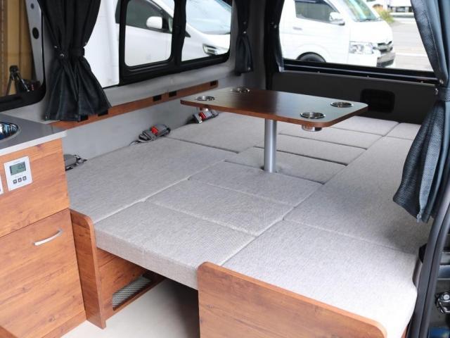 ロングDX GLパッケージ FLEXキャンピングカーNH TYPEII 車中泊 走行充電システム サブバッテリー カーテン フロントスポイラー 上開き式冷蔵冷凍庫40L 間接照明ダウンライト  アーバングランデ17インチAW(11枚目)