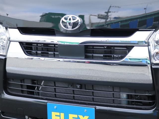 ロングDX GLパッケージ FLEXキャンピングカーNH TYPEII 車中泊 走行充電システム サブバッテリー カーテン フロントスポイラー 上開き式冷蔵冷凍庫40L 間接照明ダウンライト  アーバングランデ17インチAW(26枚目)