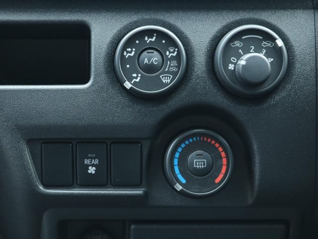 ロングDX GLパッケージ FLEXキャンピングカーNH TYPEII 車中泊 走行充電システム サブバッテリー カーテン フロントスポイラー 上開き式冷蔵冷凍庫40L 間接照明ダウンライト  アーバングランデ17インチAW(29枚目)