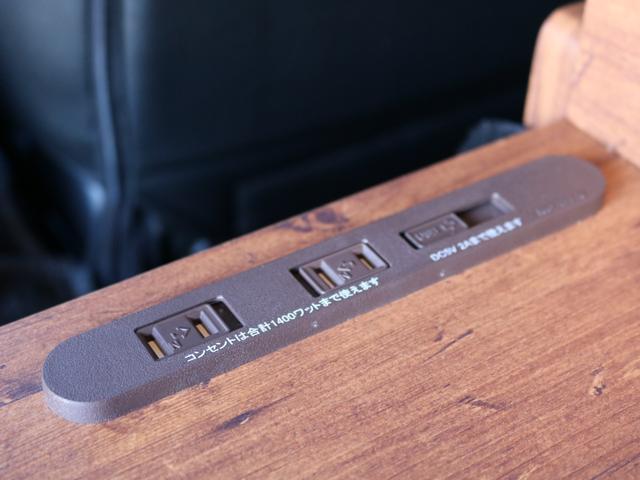 ロングDX GLパッケージ FLEXキャンピングカーNH TYPEII 車中泊 走行充電システム サブバッテリー カーテン フロントスポイラー 上開き式冷蔵冷凍庫40L 間接照明ダウンライト  アーバングランデ17インチAW(42枚目)