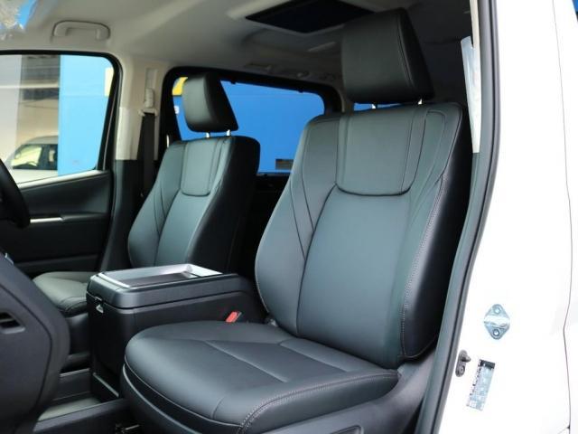 プレミアム Premium 6人運転席8ウェイパワーシート&助手席4ウェイパワーシート(快適温熱シート)エグゼクティブパワーシート(リヤ席1列目2列目快適温熱シート)本革+木目調ステアリングステアリングスイッチ(3枚目)