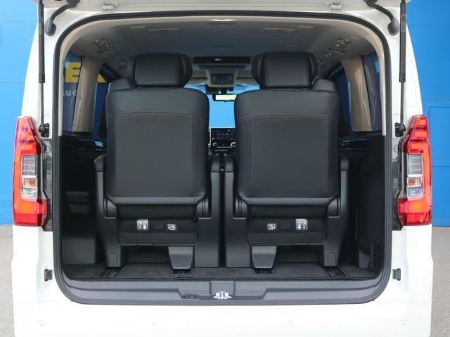 プレミアム Premium 6人運転席8ウェイパワーシート&助手席4ウェイパワーシート(快適温熱シート)エグゼクティブパワーシート(リヤ席1列目2列目快適温熱シート)本革+木目調ステアリングステアリングスイッチ(7枚目)
