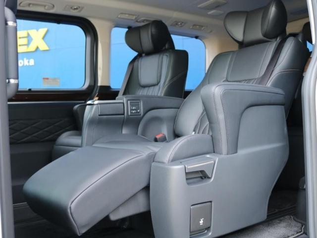 プレミアム Premium 6人運転席8ウェイパワーシート&助手席4ウェイパワーシート(快適温熱シート)エグゼクティブパワーシート(リヤ席1列目2列目快適温熱シート)本革+木目調ステアリングステアリングスイッチ(9枚目)