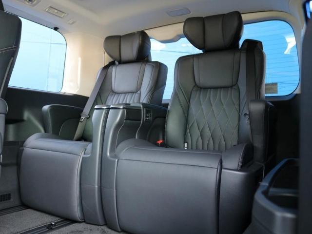 プレミアム Premium 6人運転席8ウェイパワーシート&助手席4ウェイパワーシート(快適温熱シート)エグゼクティブパワーシート(リヤ席1列目2列目快適温熱シート)本革+木目調ステアリングステアリングスイッチ(10枚目)