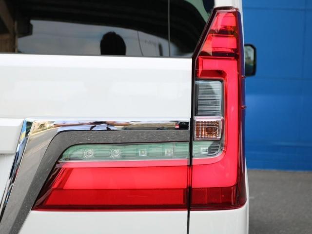 プレミアム Premium 6人運転席8ウェイパワーシート&助手席4ウェイパワーシート(快適温熱シート)エグゼクティブパワーシート(リヤ席1列目2列目快適温熱シート)本革+木目調ステアリングステアリングスイッチ(20枚目)