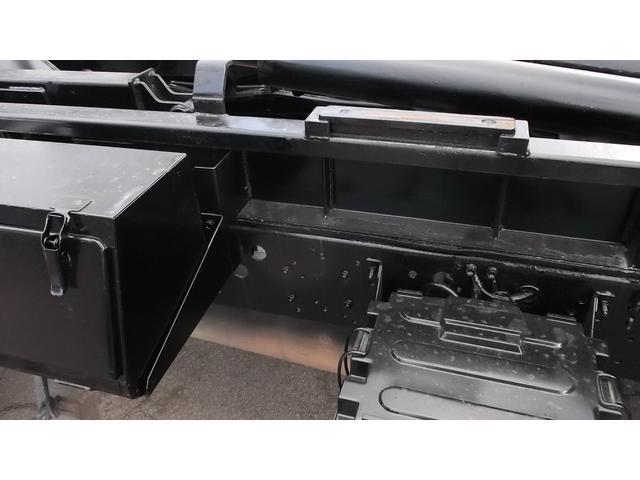 いすゞ フォワード 4tコンテナ専用車アームロール箱付