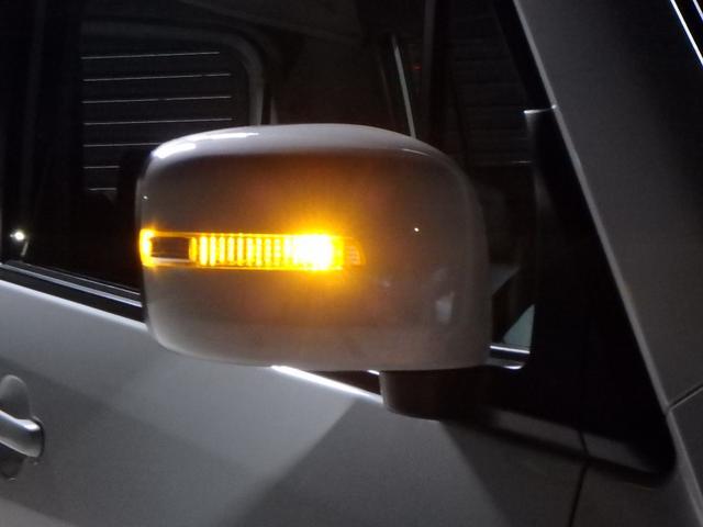 ドアミラーウインカーは、LEDで光っています。