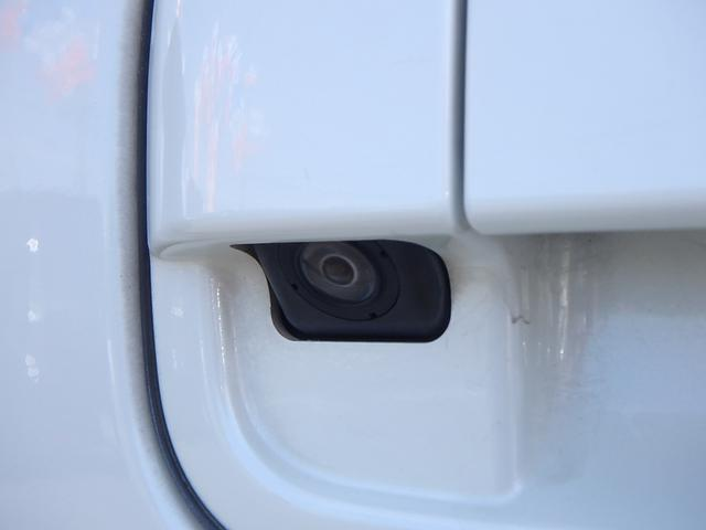 分かり辛かったのでアップで撮影しました。 こちらがバックカメラです。 これさえ有れば駐車場の車庫入れも楽々です。