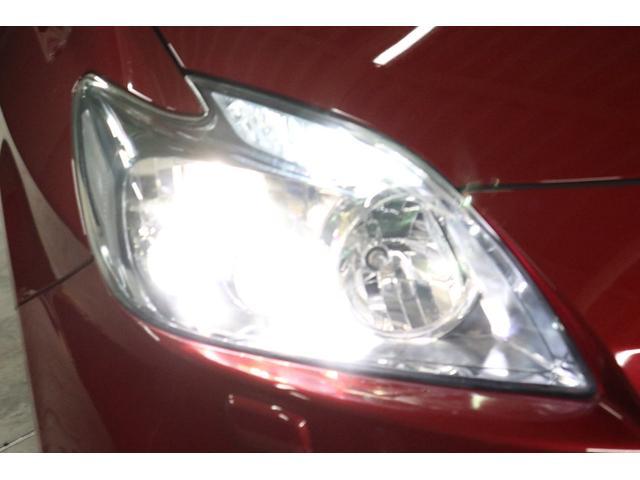 ヘッドライトはLEDシステムですので、純白光のとても明るくキレイな輝きです。
