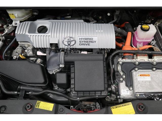 こちらはエンジンルームです。 ご覧の通りとてもキレイな状態です。 また、オイル漏れや異音等も無く、エンジンコンディションも、ハイブリッドモーターも良好です。