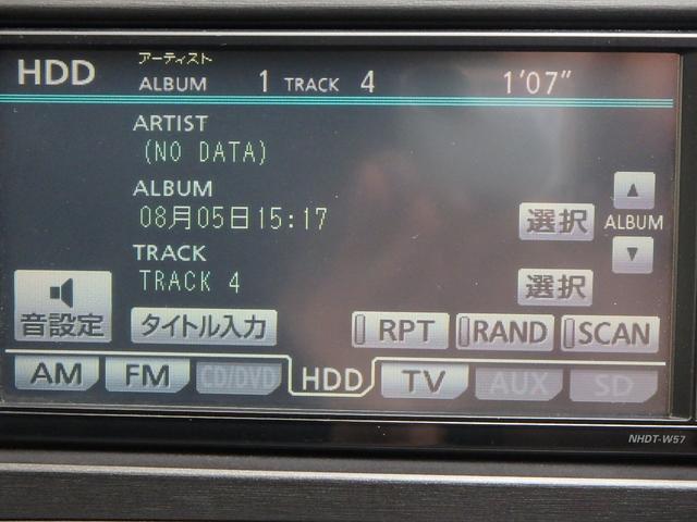 こちらは、ナビ本体に録音されているCDの曲を再生している所です。