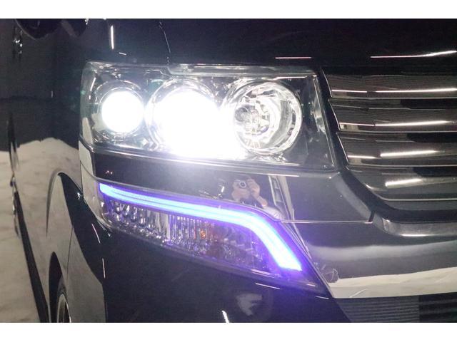 こちらはヘッドライトLoビームの状態です。HIDシステムですので純白光のとても明るくキレイな輝きです。