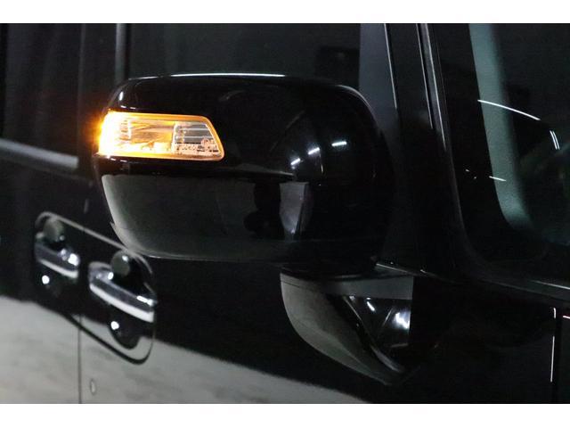 ドアミラーウインカーは、LEDで光ります。