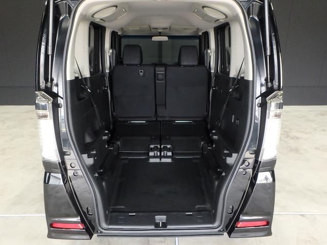 今度は前席はそのままで、セカンドシートをたたんでボード類を取り外せば、ご覧の通りスロープMODEになります。