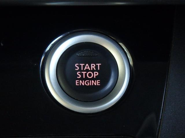 こちらはエンジンPUSHスタートボタンです。このボタンに憧れていた方も多いと思います。私もそうでした。これからはカギを回す事無く、指一本でエンジンPUSHスタート!
