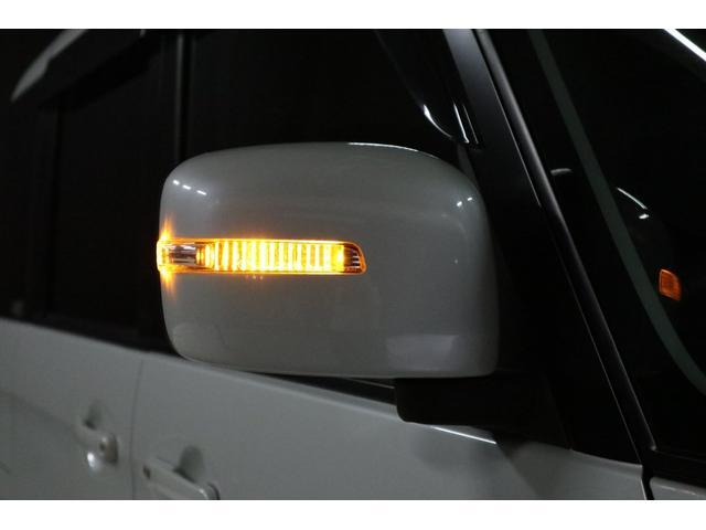ドアミラーウインカーはLEDで光っています。