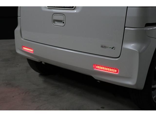 リフレクター(反射板)は、今回LEDリフレクターに変更しました。テールランプ同様に、スモールランプとブレーキランプに連動して光ります。安全性も高まりますし、オシャレにもなりました。