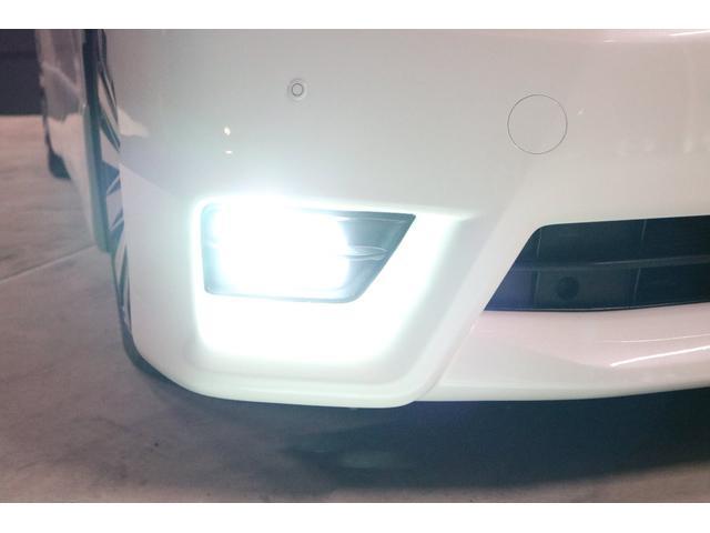 ご覧の通り、フォグランプもHIDシステムですので純白光のとても明るくキレイな輝きです。