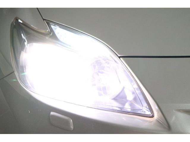 こちらは夜間の撮影です。ヘッドライトは、LEDシステムですのでご覧の通り純白光のとても明るくキレイな輝きです。