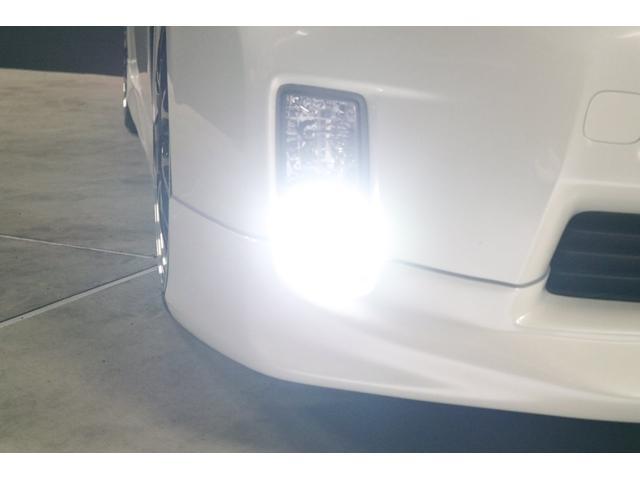 フォグランプは本来、黄ばんだ光のハロゲンランプなのですが、あまりにもダサイので、今回LEDシステムに変更しました。純白光の光になり、とても明るくカッコ良くなりました。