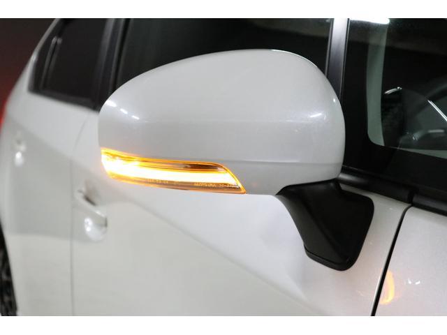ドアミラーウインカーは、ファイバーLEDで光ります。