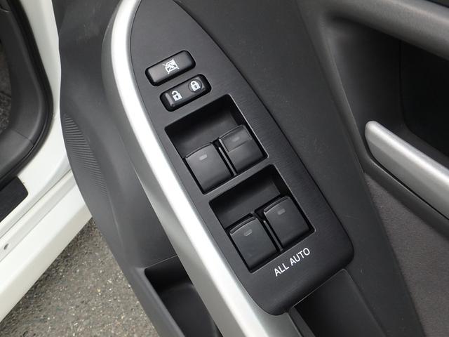 運転手席ドアに有る集中パワーウィンドウスイッチです。運転手席だけでなく全ての窓がオートスイッチになっています。