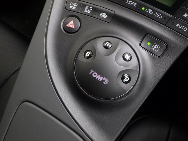 あれっ!って思った方も多いと思います。こちらは只今人気沸騰中のTOM's製ボタンシフトです。とっても操作しやすくオシャレです。これも今回新品で装着しました。