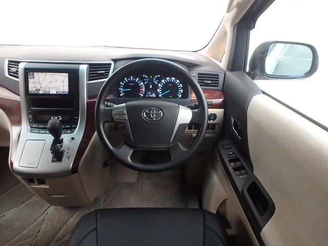 運転手席に座るとこのような感じです。ワンランク上のミニバンに乗ってるって思う瞬間です。これからは貴方がヴェルファイア伝説を創る順番です。