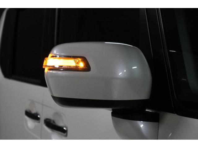 ドアミラーウインカーはLEDで光ります。